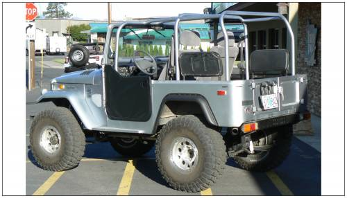 Bushwacker - Bushwacker Fender Flares,Toyota (1965-84) Land Cruiser Rear Pair(Cut-Out)