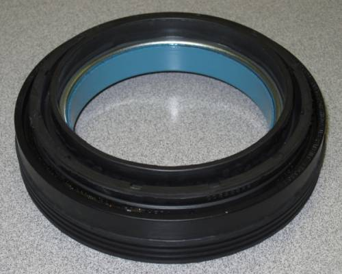 Dana Spicer - Dana Outer Stub Axle Oil Seal Ford (1999-04) F-250/350/450/550 (Dana 60) Outer Seal